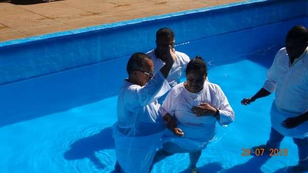 Cultos de Batismo da Igreja Cristã Maranata - galerias/4590/thumbs/04.jpg