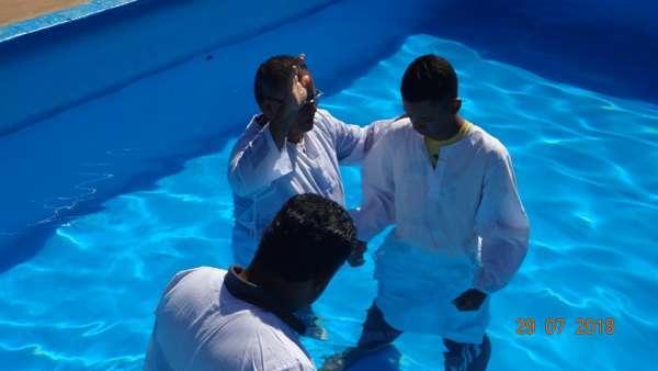 Cultos de Batismo da Igreja Cristã Maranata - galerias/4590/thumbs/05.jpg
