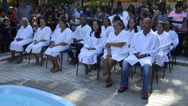 Cultos de Batismo da Igreja Cristã Maranata - galerias/4590/thumbs/15.jpg