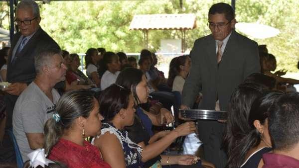 Cultos de Batismo da Igreja Cristã Maranata - galerias/4590/thumbs/19.jpg