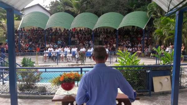 Cultos de Batismo da Igreja Cristã Maranata - galerias/4590/thumbs/23.jpg
