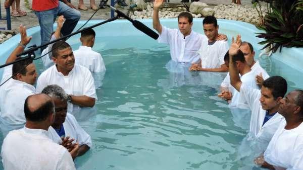 Cultos de Batismo da Igreja Cristã Maranata - galerias/4590/thumbs/24.jpg