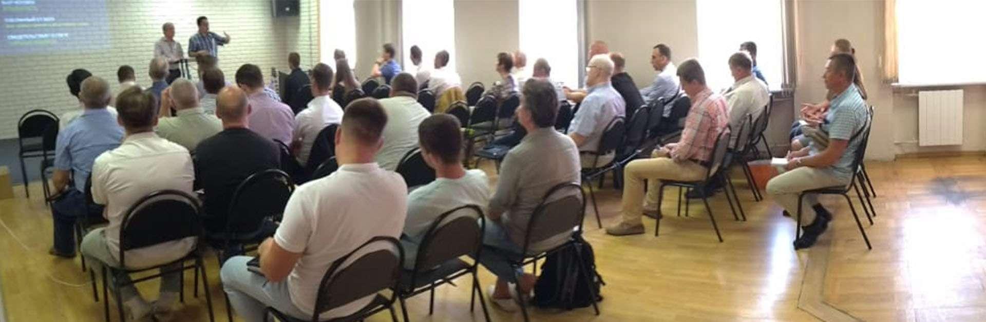 Membros da ICM participam de um seminário na Rússia